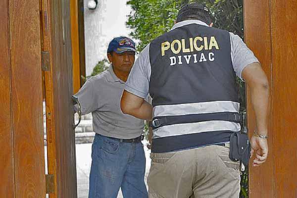 Capturan a policías de Diviac por corrupción