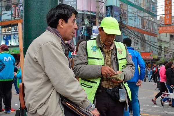La Victoria: Ordenanza prohíbe a cambistas trabajar en la vía pública