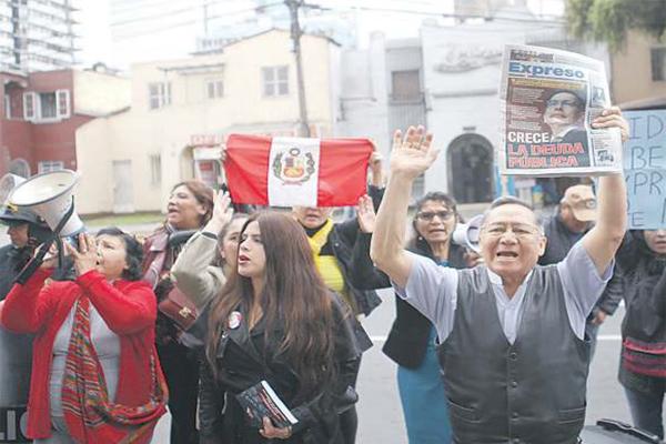 """IDL denuncia acoso de """"La Resistencia"""""""