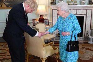 Johnson niega haberle mentido a reina Isabel