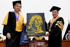 Ricardo Gareca recibe condecoración por Universidad en Amazonas