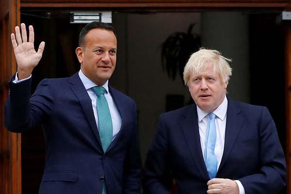 Johnson no ceja en su afán de un brexit 'duro'