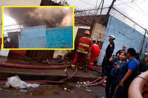 Cercado de Lima: incendio consume una vivienda [FOTOS Y VIDEO]