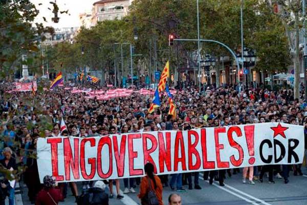 Cataluña: Las protestas violentas alejan a los Gobiernos español y catalán