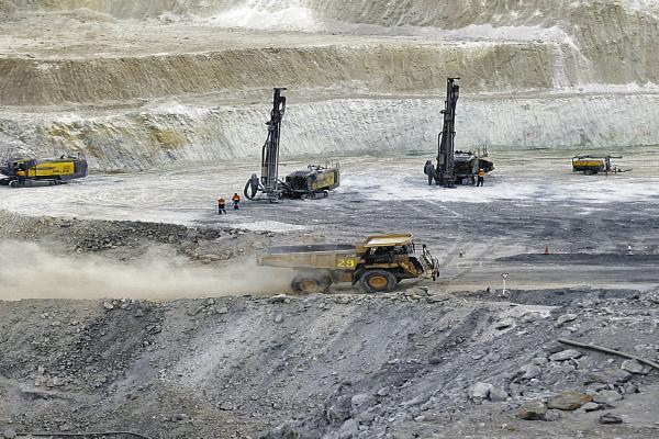 Proyectos mineros postergan construcción hasta el 2020