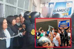 Trabajadores del Ministerio Público se encadenaron en el MEF [FOTOS Y VIDEO]