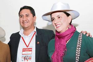 Verónika Mendoza selló alianza con sentenciado Vladimir Cerrón