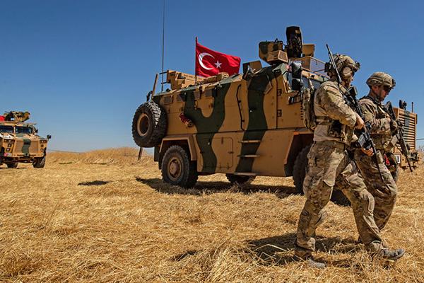 Trump exige a Turquía no excederse en Siria