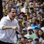 Venezuela: Guaidó llama a protestas hasta que militares y policías le den la espalda a Maduro