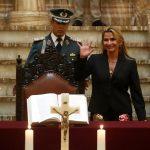 La presidenta interina de Bolivia remueve al Alto Mando Militar