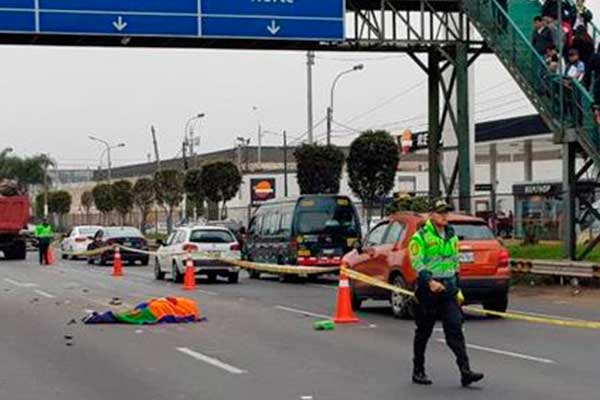 Callao: motociclista muere tras  impactar contra volquete