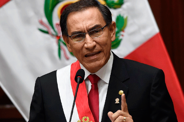 Vizcarra acusa que el pueblo no elige congresistas competentes
