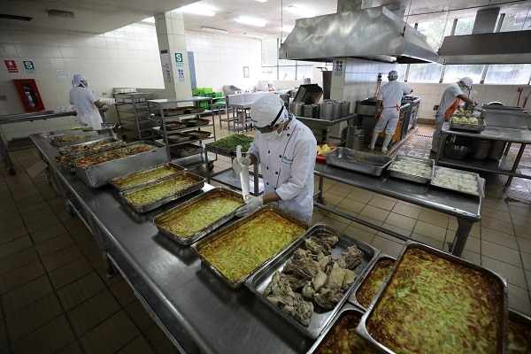 Hospital Rebagliati distribuyó 120 mil raciones alimenticias sus pacientes COVID-19