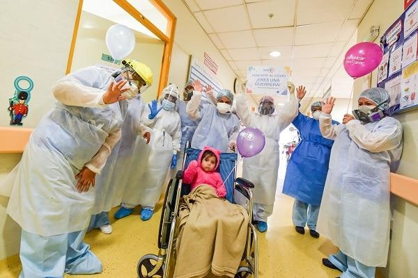 INSN San Borja: niña de 2 años supera quemaduras y a la COVID-19 después de 21 días de lucha