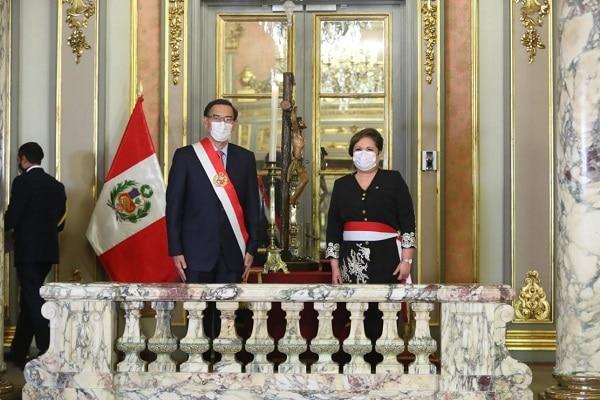 Rosario Sasieta reemplaza a Gloria Montenegro en el Ministerio de la Mujer