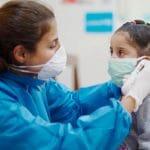 Dos mil nuevos casos de covid en menores en una semana