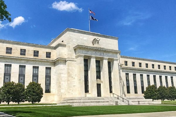 Fed abandona política contra la inflación