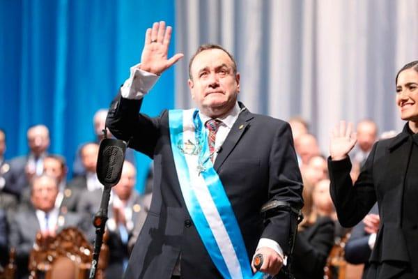 Presidente de Guatemala, Alejandro Giammattei, dio positivo al Covid-19