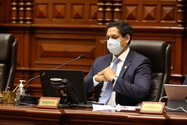 Valdez atribuye a un 'error de comunicación' que APP haya firmado moción de vacancia presidencial
