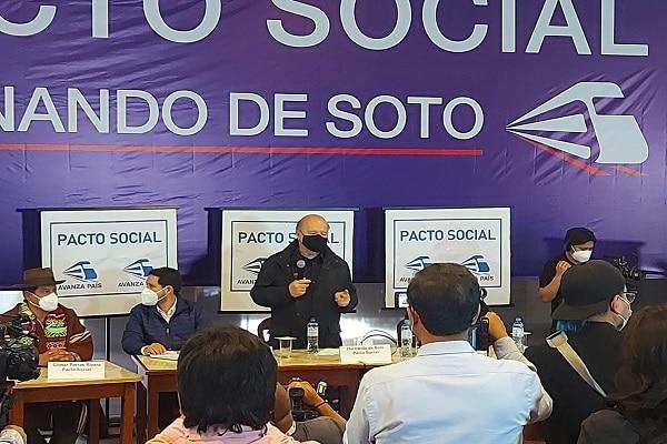 Hernando de Soto oficializó su precandidatura presidencial por Avanza País