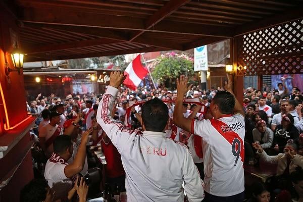 Perú vs. Paraguay: se intervendrán y multarán a personas que se aglomeren para ver el partido