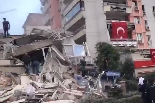 Un fuerte terremoto de magnitud 6,8 sacudió Turquía [VIDEOS]