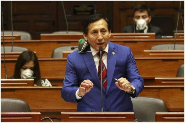 Almerí plantea revisar DL en Com. Constitución