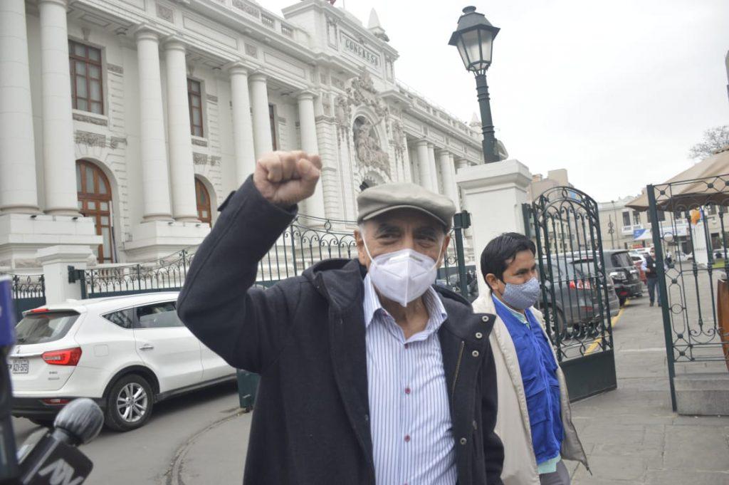Enrique Fernández Chacón retorna al Congreso y critica canallada de quienes votaron en contra de vacar a Martín Vizcara