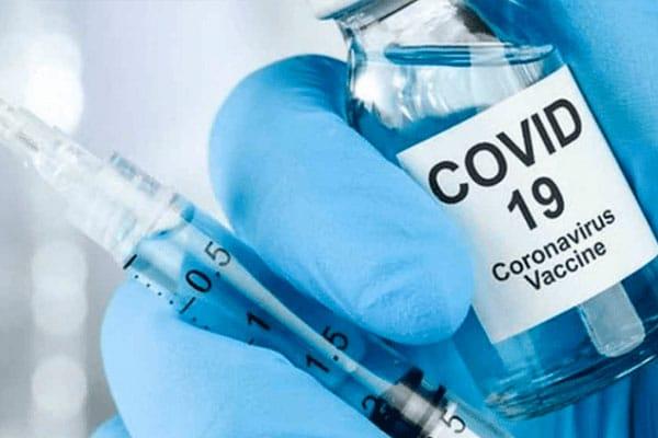 Brasil da marcha atrás en compra de vacuna china porque eficacia no ha sido comprobada todavía