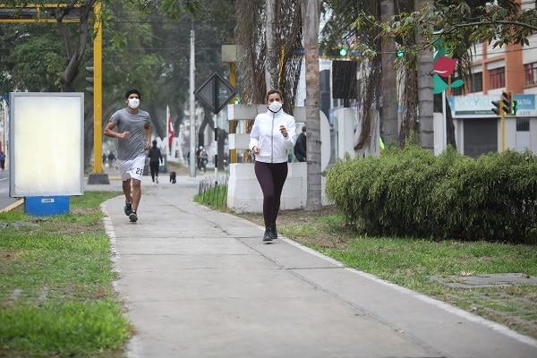 Recomiendan rigurosa autoprotección durante ejercicios al aire libre para enfrentar al mortal COVID-19