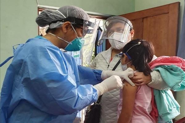 EsSalud impulsa vacunación a niñas contra el virus del papiloma humano