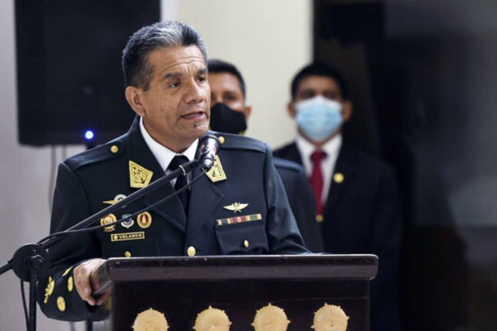 Saliente comandante general de la PNP cuadra al ministro del Interior | VIDEO