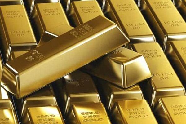 Oro se estabiliza en el marcado ante bajas del dólar y aumento de casos de Covid-19