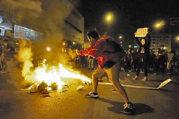 Manipulan protestas para presionar al gobierno