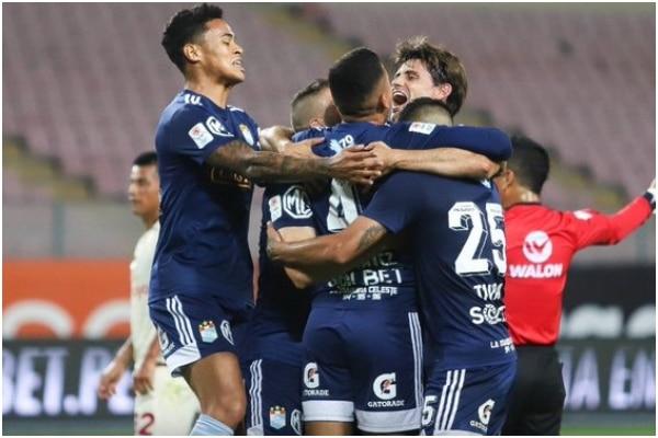 Sporting Cristal venció 2-1 a Universitario de Deportes en la primera final de la Liga 1