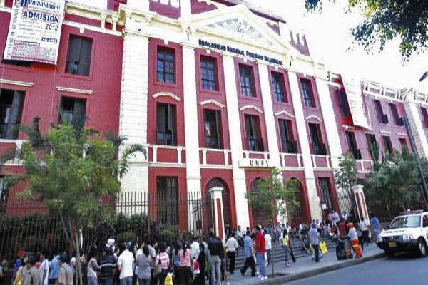 Denuncian corrupción en contratos de Villarreal