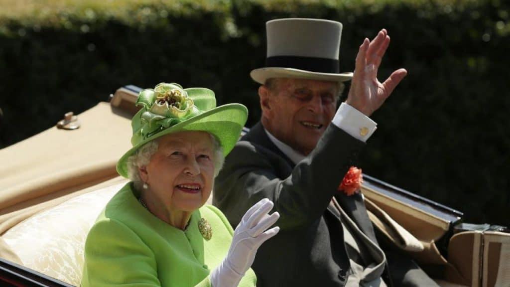 La reina Isabel y el príncipe Felipe fueron vacunados contra el coronavirus