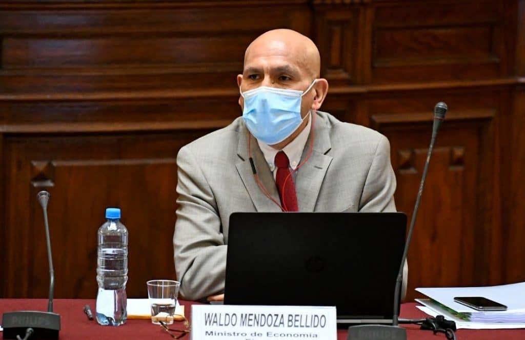 """Waldo Mendoza: """"Menos de la tercera parte de la PEA aporta al sistema de pensiones"""""""