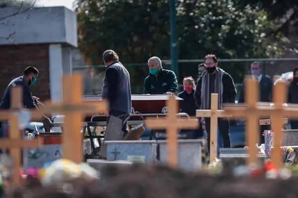 América llega al millón de muertos por la covid sin freno para los contagios