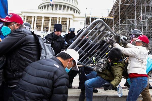 Estados Unidos: 4 muertos y 14 policías heridos durante el asalto al Capitolio