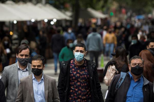 Chile abre el 2021 con la cifra más alta de contagios de coronavirus desde julio pasado