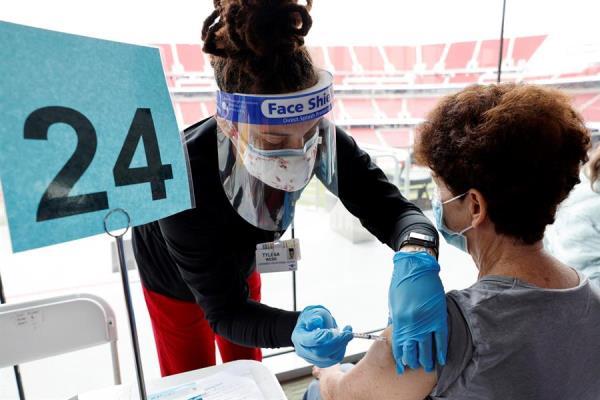 Estados Unidos ha vacunado ya al 10 % de su población contra la covid-19