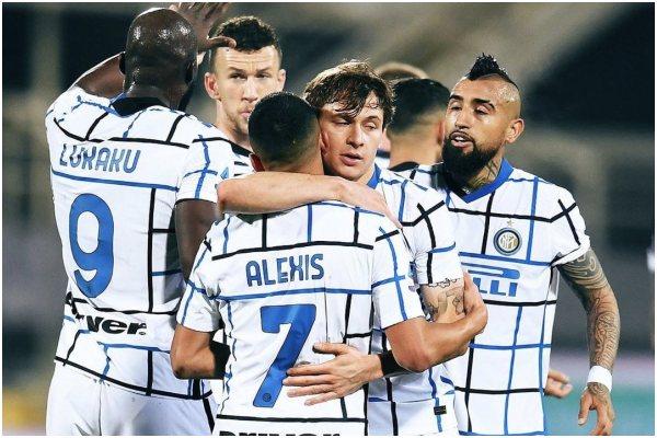 Inter de Milan venció 2-0 a Fiorentina y es líder provisional de la Serie A
