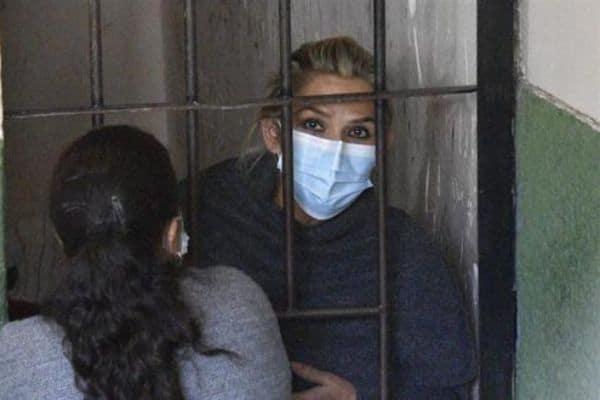 "Jeanine Áñez: dictan 4 meses de prisión preventiva contra ex presidenta por ""golpe de Estado"""