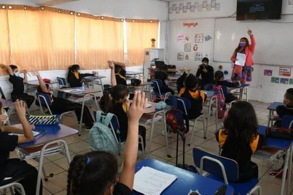 Chile inicia año escolar con clases semipresenciales