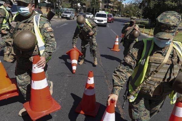 Chile expulsa a 14 militares por participar en fiesta clandestina