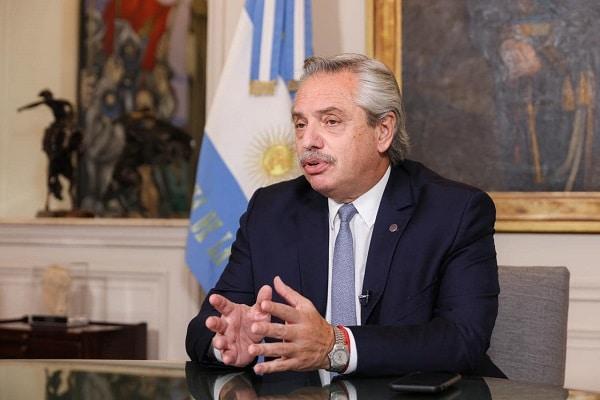 Presidente de Argentina, Alberto Fernández, da positivo en covid-19 a pesar de haber sido vacunado
