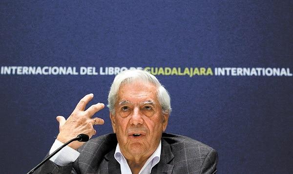 Ante el mundo, Vargas Llosa denuncia mordaza