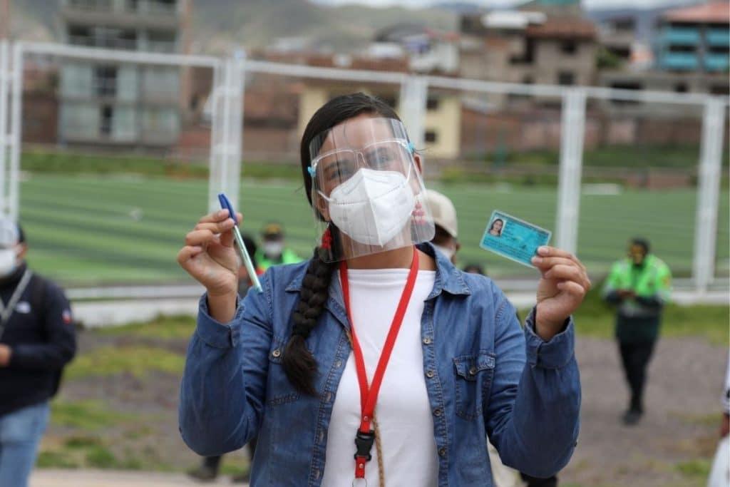 Verónika Mendoza tras ejercer su voto: «Ha llegado el momento del cambio»