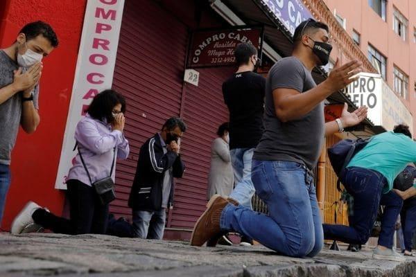 Brasil reabre iglesias en su peor momento
